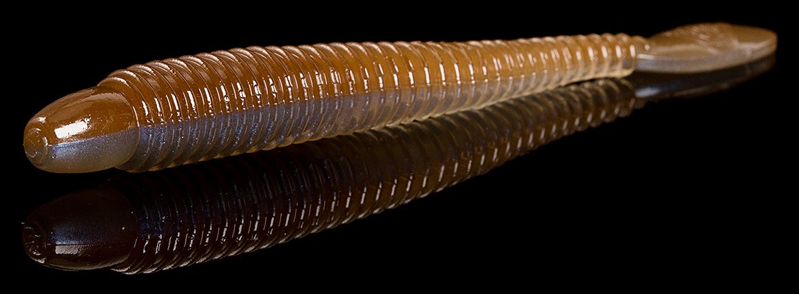Der Lunker City Ribster kombiniert Eigenschaften wie Haltbarkeit und Lebendigkeit in sich. Der robuste, gerippte Körper verjüngt sich und endet in einem löffelartigen Tail. Die dünne Verbindung und die spezielle Schwanzform lassen ihn selbst in der Schwebephase agil spielen. Mit dem Ribster erschuf Lunker City einen sehr fängigen Gummiwurm, der sich vor allem an Finesse-Rigs auf Barsch und Zander bewährt.