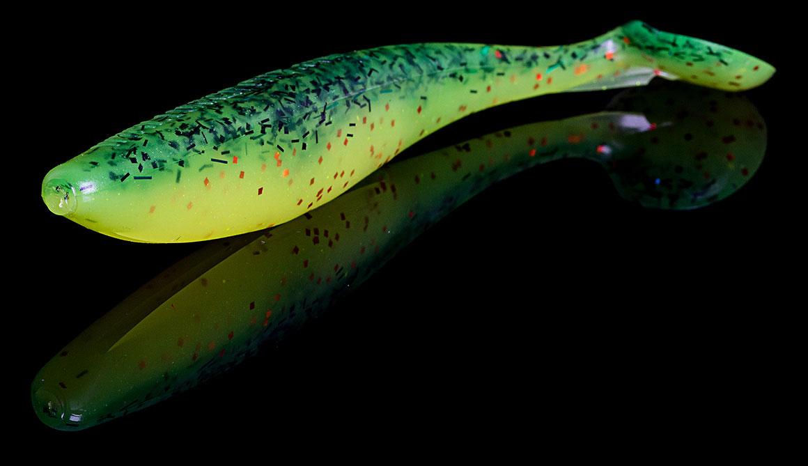 Der SwimFish von Lunker City ist ein exzellenter Swimbait am beschwerten Wide Gap Haken. Der eingearbeitete Bauchschlitz erleichtert die Montage und erhöht die Bissausbeute. Dank des großen Schaufelschwanzes erzeugt er, auch am Jig gefischt, viel Druck unter Wasser und lässt sein Seitenprofil immer wieder aufblitzen. Diese flankende Aktion lockt auch beißfaule Räuber an!